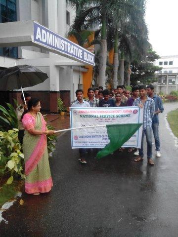 on 31.10.2015.This run was flagged off by Pro. K. Raja Rajeswari, Principal. About 200 students participated in this event.