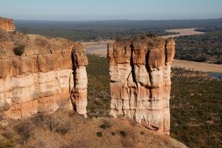 Chilojo Cliffs, Runde River, Gonarezhou NP The Zimbabwe Parks and Wildlife Management Authority (ZIMPARKS) was established by an Act of Parliament in 001.