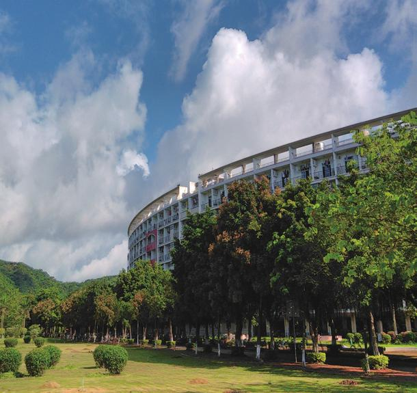 SYSU has about 55,000 students studying on four campuses (three in Guangzhou, one in Zhuhai) and nearly 14,000 faculty and staff recruited in 40 schools, 5 substantial departments and 8 affiliated
