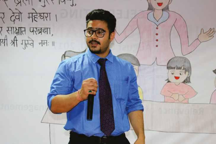 Alumni Performance on Teachers Day, September 5, 2017. PGDM 2015-17 Alumni, Mr. Girish Dolia, Assistant Manager - IndusInd Bank, brought his melodious voice as a surprise for the teachers.