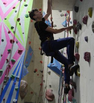 CLIMBING TEAM SEEK SELECTION FOR NATIONAL CHAMPS 15 Army and Air Force cadets spent the afternoon at Boulders Climbing Centre working towards team selection recently.
